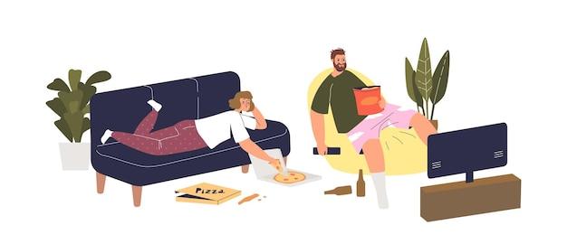 Casal deitado no treinador na sala de estar, comendo comida do parto e assistindo tv durante o fim de semana. o homem e a mulher preguiçosos passaram um tempo relaxando em casa. ilustração em vetor plana dos desenhos animados