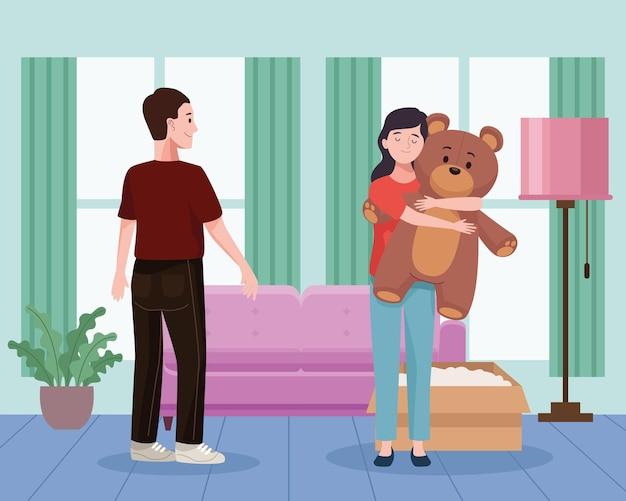 Casal desempacotando na sala de estar