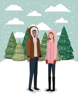 Casal em snowscape com roupas de inverno