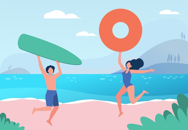Casal feliz, aproveitando as atividades de praia do verão. homem e mulher com prancha de surf e bóia salva-vidas na ilustração plana do mar.
