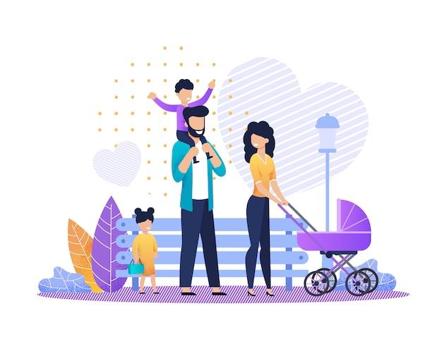 Casal feliz com carrinho de bebê e crianças no parque