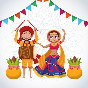 Casal feliz do cartão de celebração do navratri dançando e tocando tambor com guirlandas