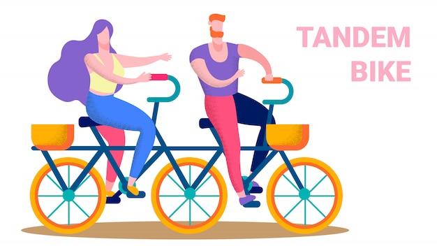 Casal feliz, montando a bandeira de texto plana de bicicleta em tandem
