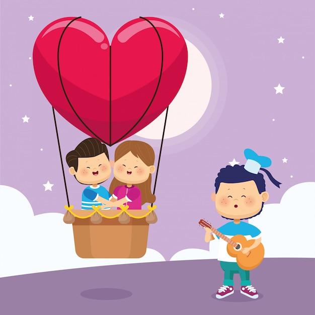 Casal feliz no balão de ar do coração e menino cantando e tocando violão