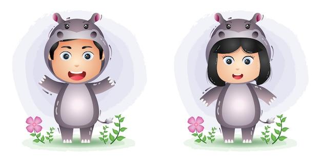 Casal fofo usando a fantasia de hipopótamo