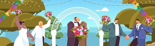 Casal gay recém-casado com flores se beijando perto do arco do casamento, transgênero, amor, comunidade lgbt, casamento, celebração, conceito, retrato, vetorial, ilustração horizontal