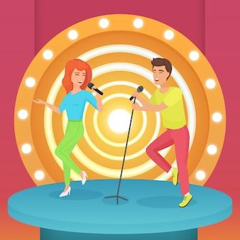 Casal, homem e mulher cantando karaokê com microfone em pé no palco moderno com lâmpadas