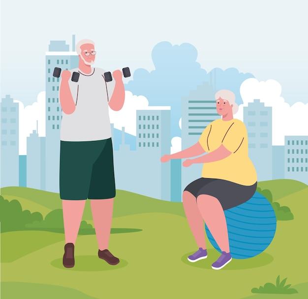 Casal idoso fazendo exercícios ao ar livre