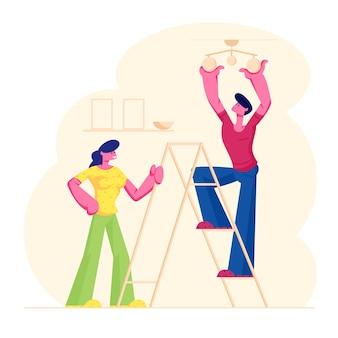Casal jovem decorando o apartamento da sala de estar, homem em pé na escada, pendurando a lâmpada no teto, ilustração plana dos desenhos animados