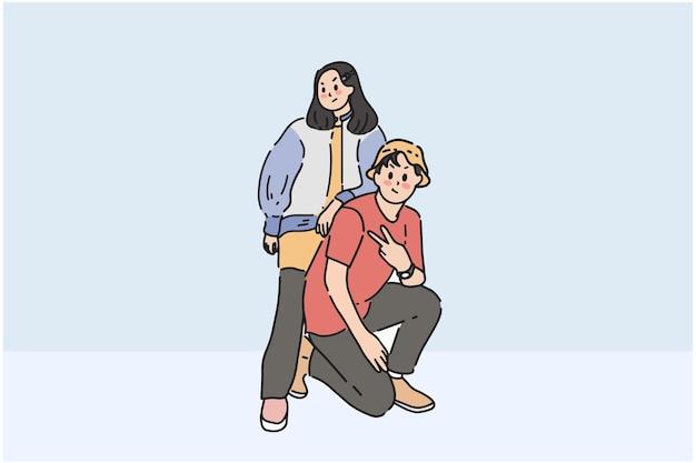 Casal jovem estiloso tirando uma foto com uma pose única