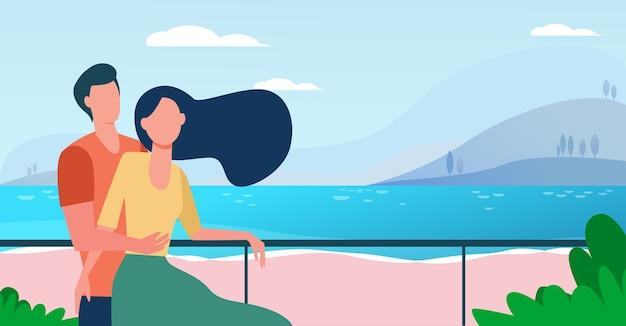 Casal namorando curtindo férias à beira-mar. homem e mulher se abraçando na ilustração vetorial plana de praia. turismo, lazer, conceito de verão
