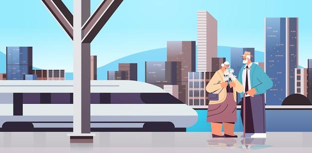 Casal sênior juntos na plataforma da estação de metrô, avós passando um tempo juntos ilustração vetorial horizontal de corpo inteiro