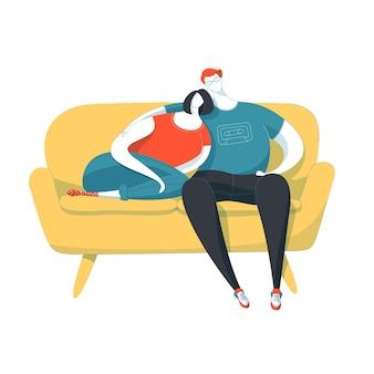 Casal sentado no sofá. dois jovens amantes.