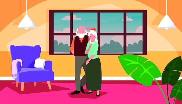 Casal velho bonito em casa dentro de cena