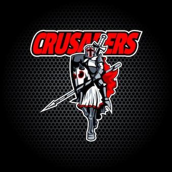 Cavaleiro do cruzado orgulhoso a cavalo.