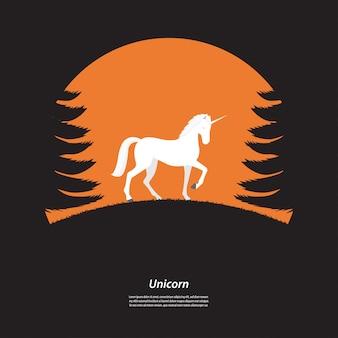 Cavalo de unicórnio silhueta na floresta