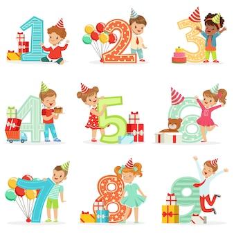Celebração de aniversário de crianças pequenas conjunto com crianças adoráveis, ao lado dos dígitos crescentes de sua idade