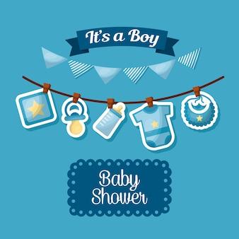 Celebração do chá de bebê é um menino feliz nascido galhardetes roupas de bebê