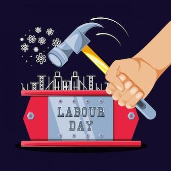 Celebração do dia do trabalho e mão com martelo