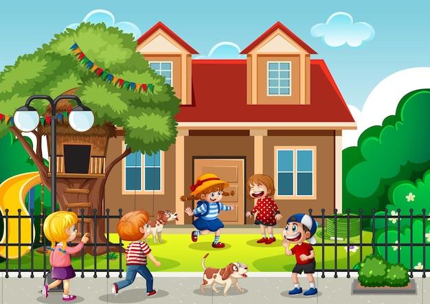 Cena ao ar livre com muitas crianças brincando na frente da casa