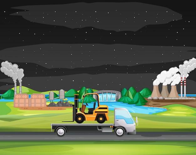 Cena com caminhão dirigindo ao longo da zona industrial