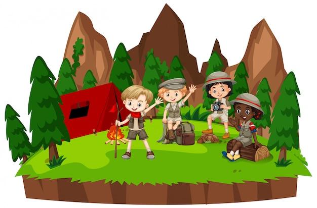 Cena com crianças acampar na floresta