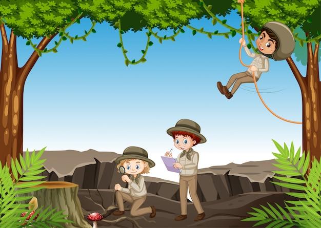 Cena com crianças explorando a natureza na floresta