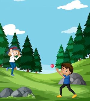 Cena com menino e menina jogando bola no parque