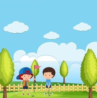 Cena com meninos jogando golfe no parque