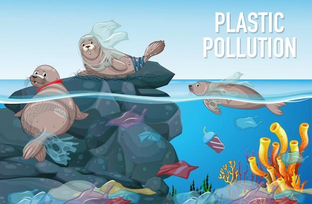 Cena com selo e sacos de plástico no oceano
