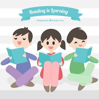 Cena com três crianças felizes lendo
