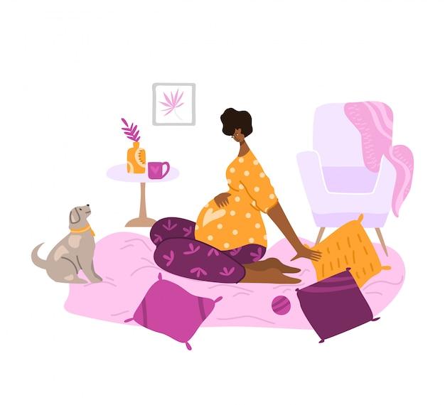 Cena da maternidade e maternidade, jovem grávida em quarto aconchegante, esperando por um bebê -