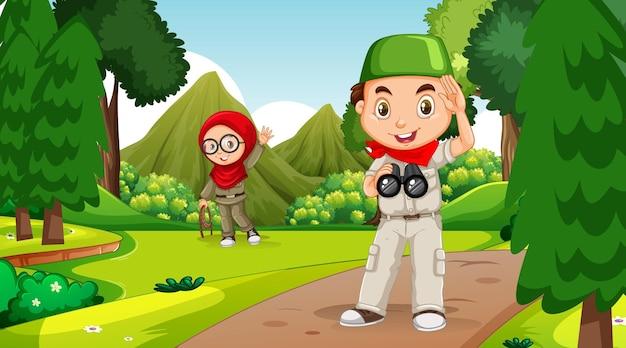 Cena da natureza com crianças muçulmanas explorando a floresta
