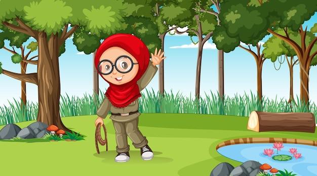 Cena da natureza com uma personagem de desenho animado muçulmana explorando a floresta