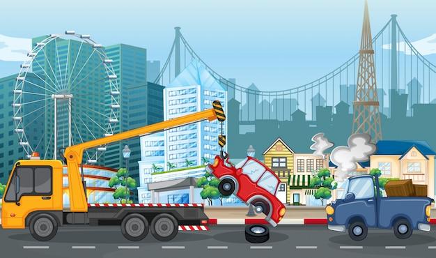 Cena de acidente com acidente de carro e caminhão de reboque na cidade