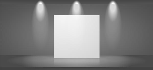 Cena de exposição com um suporte em branco.
