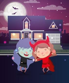 Cena de halloween com crianças fantasiadas no bairro