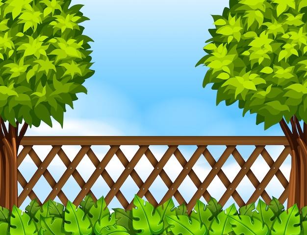 Cena de jardim com cerca e árvores