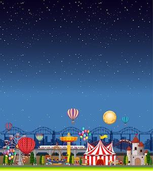 Cena de parque de diversões à noite com céu azul escuro vazio