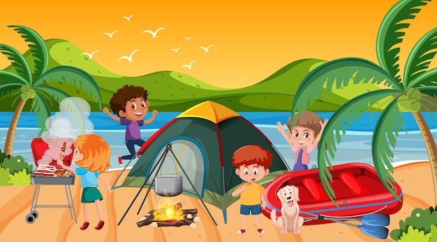 Cena de piquenique com família feliz na praia