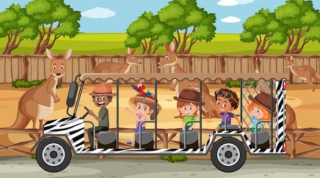 Cena de safári com crianças em carro de turismo observando grupo de canguru