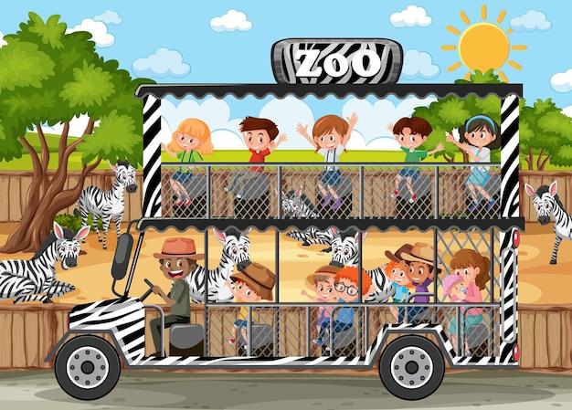 Cena de safári com crianças em carro de turismo observando grupo de zebras