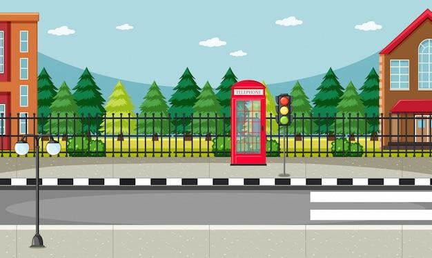 Cena do lado da rua com cena de caixa de telefone vermelho