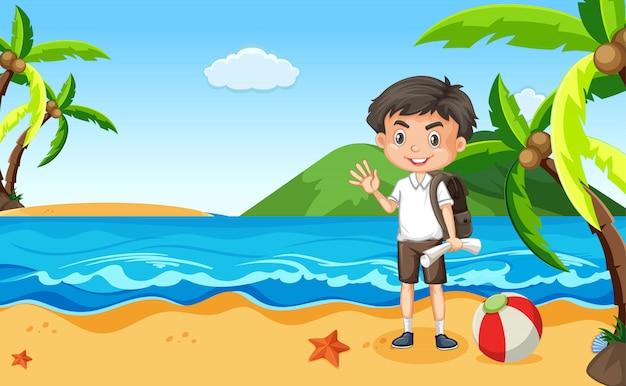 Cena do oceano com menino feliz, acenando olá na praia