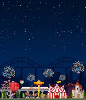 Cena do parque de diversões à noite com céu azul escuro em branco