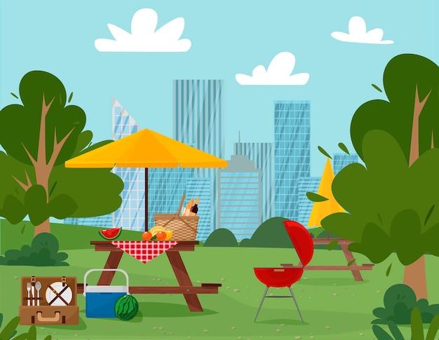 Cena do parque na cidade com mesas e churrasco na cidade
