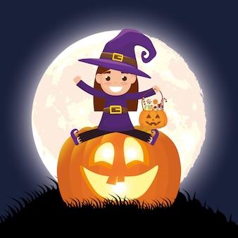 Cena escura de halloween com abóbora e criança disfarçada bruxa