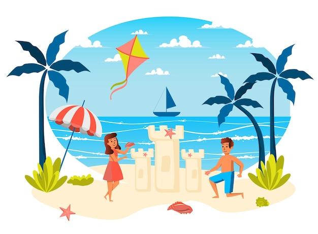 Cena isolada das férias de verão menina e menino construindo um castelo de areia jogando na praia