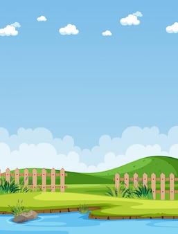 Cena vertical da natureza ou paisagem rural com parte da vista da fazenda e céu em branco durante o dia