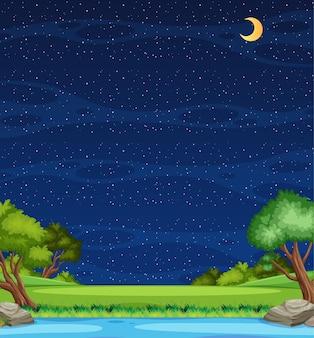 Cena vertical da natureza ou paisagem rural com vista para o rio da floresta e céu vazio à noite